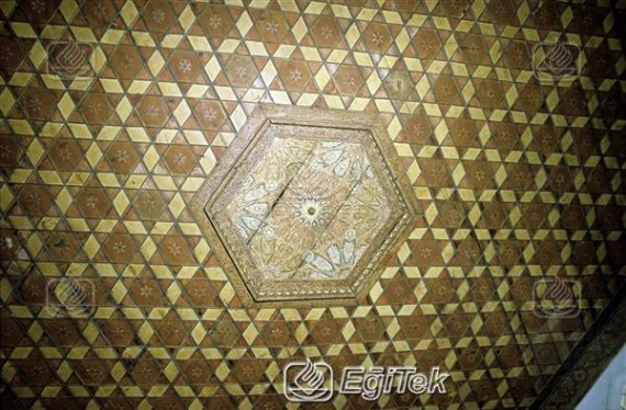 Geleneksel Osmanlı evinin tavan işlemeleri 1983